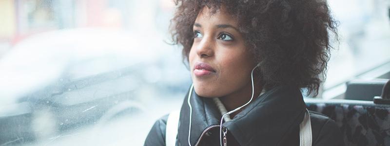 Hörschädigung durch zu laute Musik aus Kopfhörern