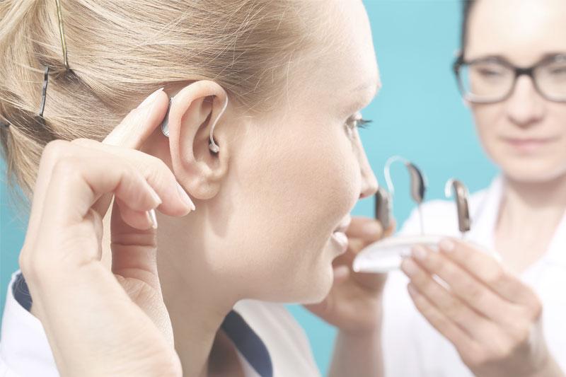 Die individuelle Beratung beim Hörakustiker führt langfristig zu gutem Hören
