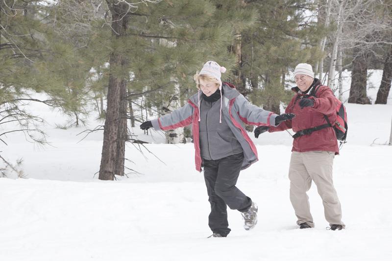 Balanceakt Winter: Wer sein Gehör schützt, kann Stürze vermeiden und die kalte Jahreszeit in vollen Zügen genießen